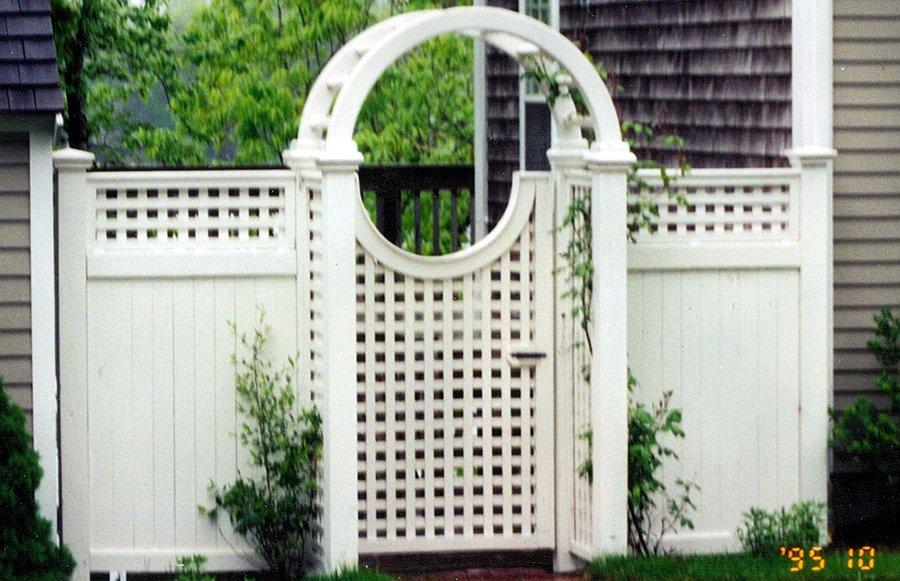 Arbor Custom Lattice Gate Stained Face Kick Cedar Board -Arbor 3