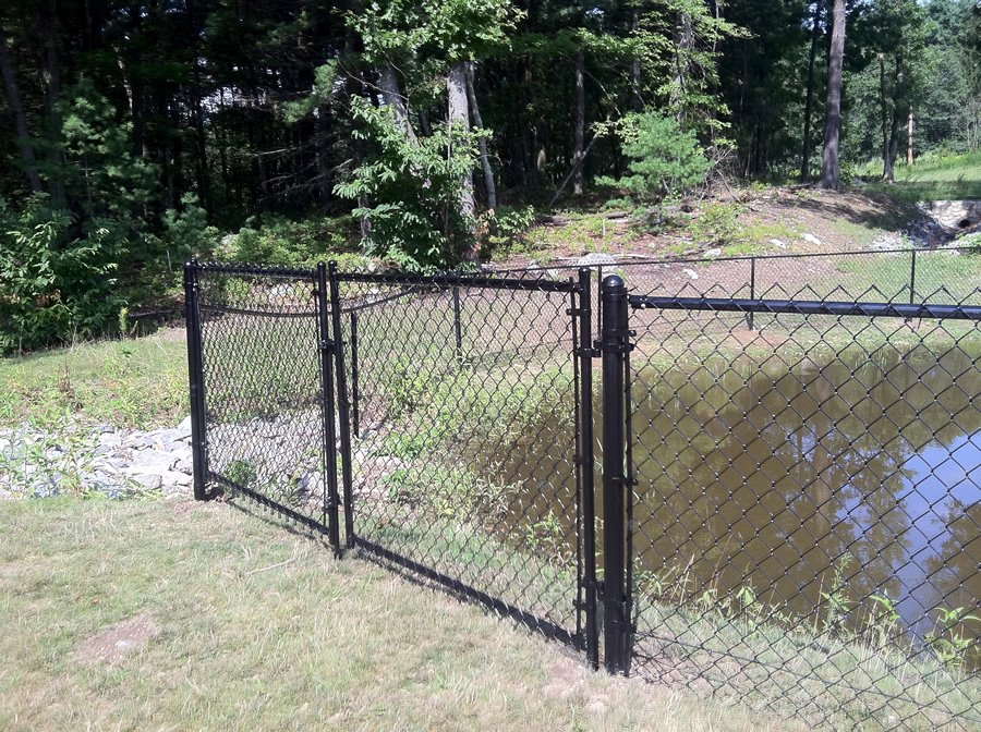 Chain Link Fence Black - chain 1
