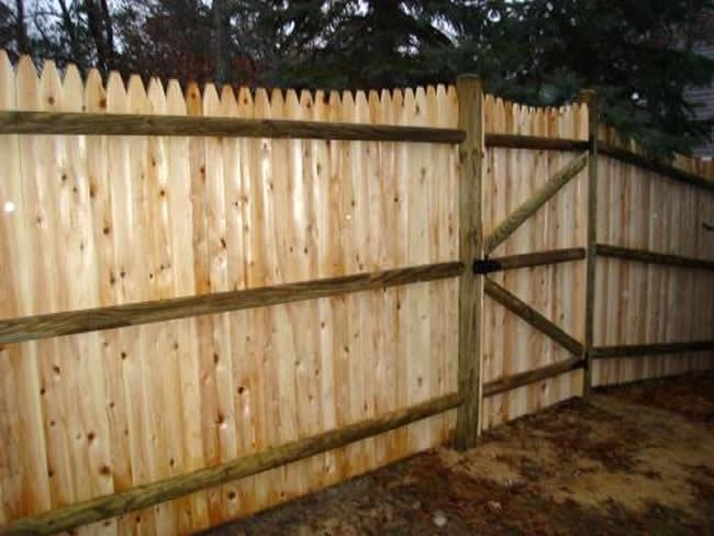 Privacy Fence Scalloped Stockade Rails - Privacy 16