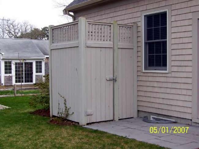 Cedar Board Shower Enclosure with Square Lattice and Gate - Enclosure 1