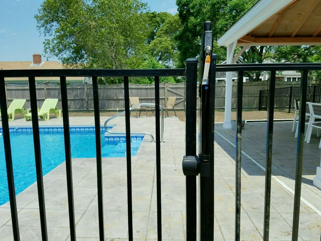 Pool code aluminum fence with magna latch - Aluminum 10