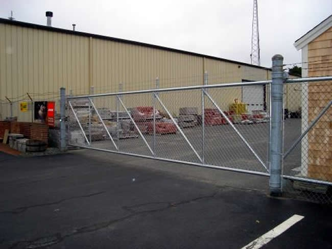Galvanized Chain Link Fence with Slide Gate and Barb Wire - Chain 4