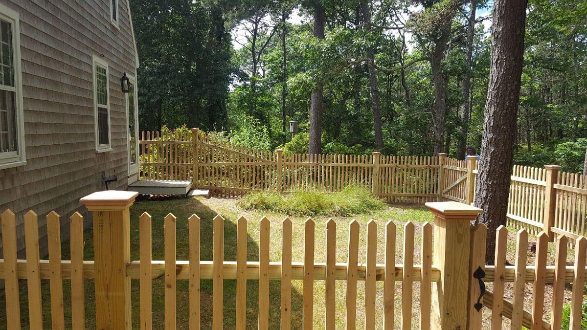 4 ft Cape Cod Picket Dog Enclosure - Picket 30