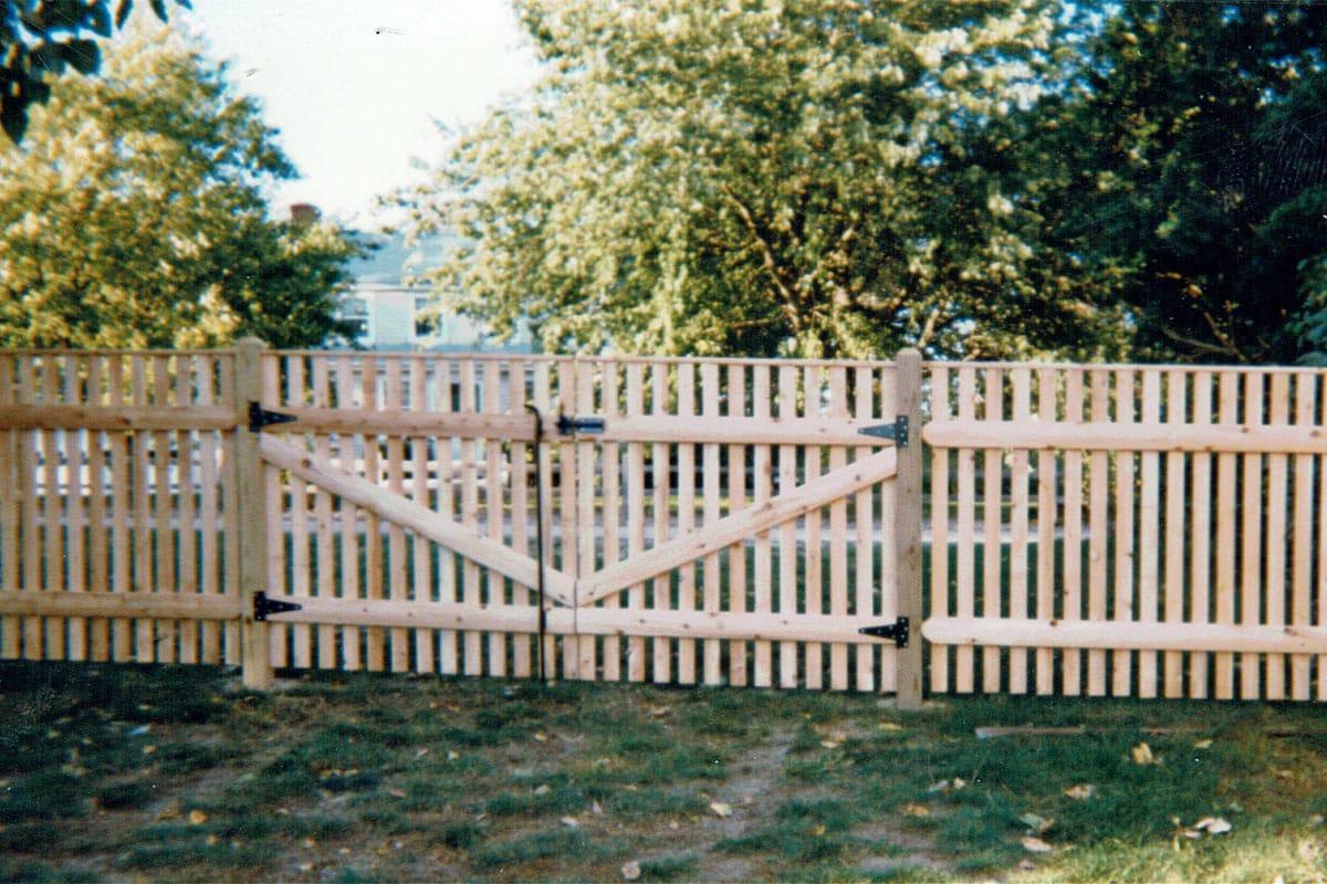 Cedar Cape Cod Picket Fence with Top Cap- Picket 27